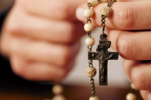 rosary-hands-praying-featured-w740x493